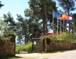 Acceso al Arboreto 'Luis Ceballos'.