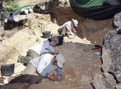 Excavaciones en los yacimientos prehistóricos de Pinilla del Valle.