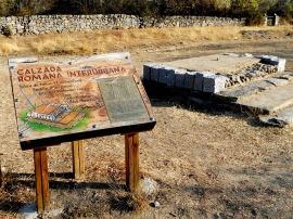 Reconstrucción de una calzada romana de Antonino en el entorno de Miaccum. (Foto: Maía Boj y Miriam Carneros).