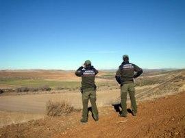 Agentes forestales vigilando una zona ZEPA. (Foto: APAF-Madrid).