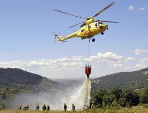 Simulacro de apagado de un incendio forestal. (Foto: CAM).