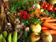 El mercado ofrece la oportunidad de adquirir alimentos ecológicos.