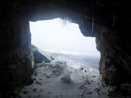 Vistas de la Sierra desde el interior de Cueva Valiente.