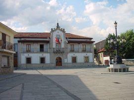 800px-Ayuntamiento_de_Los_Molinos,_Madrid