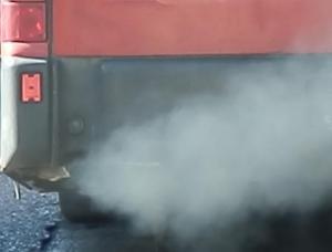 El tráfico rodado es el principal causante de los altos niveles de contaminación del aire.