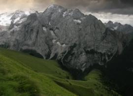 Camino del Pan, con el Vernel y la Marmolada al fondo. Dolomitas.