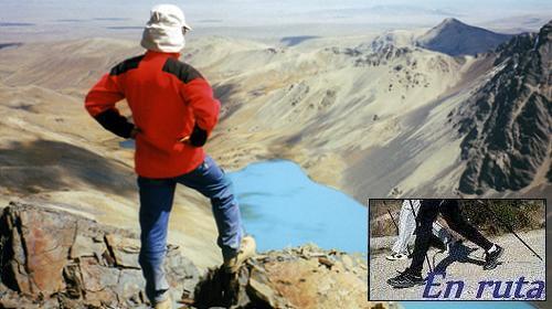 El autor a 5000 metros contemplando el lago oculto Jhuri Kota con solo dos capas (Bolivia).