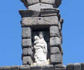 Supuesto hueco que la leyenda afirma fue lo que le restó al Diablo para terminar el Acueducto.