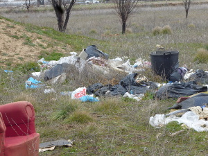 Vertidos denunciados por Ecologistas en Acción en San Fernando de Henares. (Foto: Ecologistas en Acción).