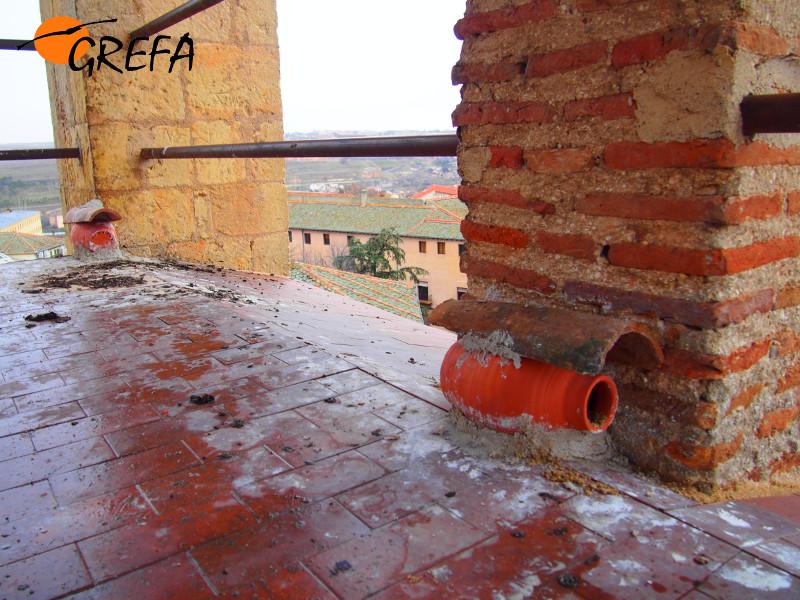 Nidales tipo tinaja instalados en Segovia. (Foto: GREFA).