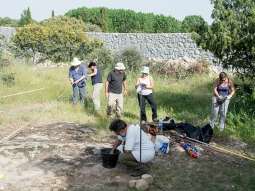 Trabajos de desbroce en el yacimiento arqueológico de La Cabilda. (Foto: Asociación cultural El Ponderal).