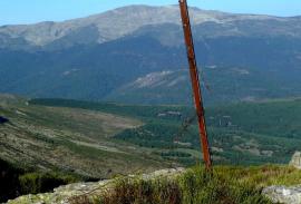 Alambrada suelta en La Najarra. (Foto: Real Sociedad Española de Alpinismo Peñalara).