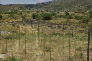 Valle metálica levantada en la zona conocida como La Molinera. (Foto: Agrupación de Electores de Los Molinos).