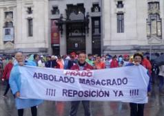 Conservacionistas piediendo la reposición del arbolado en el eje Prados-Recoletos. (Foto: Ecologistas en Acción).