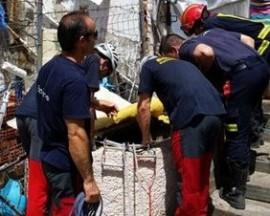 Bomberos de la Comunidad de Madrid durante el rescate.