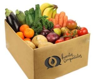 Cesta de frutas y verduras que comercializa Huertos Compartidos.