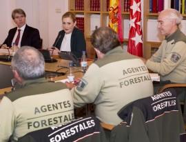 Cristina Cifuentes durante la reunión con los Agentes Forestales. (Foto: CAM).
