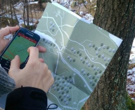 El curso dará la formación sobre el uso de móviles y orientación. Foto: Ayto. El Boalo.