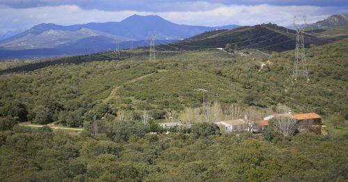 Construcciones en la finca Dehesa Vieja de Torrelaguna. KIKE PARA . (Fuente: El País).