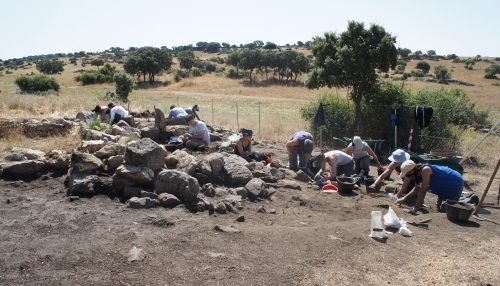 Excavación en el yacimiento de Navalahija.