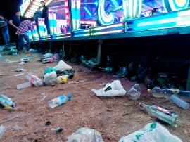 Residuos tirados en el suelo.