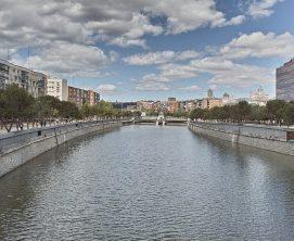 Río Manzanares a su paso por la ciudad de Madrid.