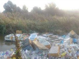 Tapçon de basura en el río Guadarrama denunciado por los ecologistas. Foto: Ecologistas en Acción.