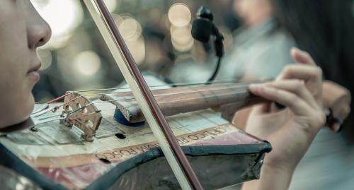 La orquesta actúa con sus propios instrumentos reciclados.