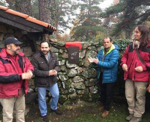 Momento del descubrimiento de la placa conmemorativa. (Foto: CAM).