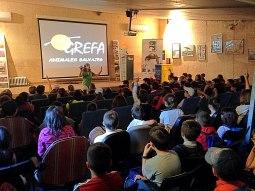 Niños de un colegio en un taller educativo de GREFA. Foto: GREFA.