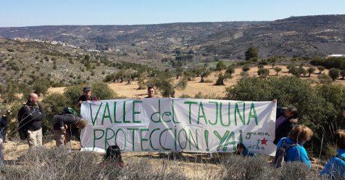 Pancarta de GRAMA y ARBA reclamando la declaración de espaico protegido.