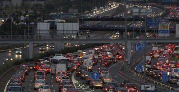 El tráfico es el principal agente contaminador del aire madrileño.