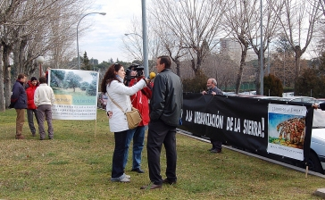Pedro López durante unas declaraciones a la prensa.
