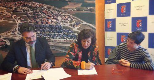 Momento de la firma del acuerdo. Foto: Ayto. Brunete.