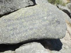 Poema de Vicente Aleixandre esculpido en el Morador de los Poetas.