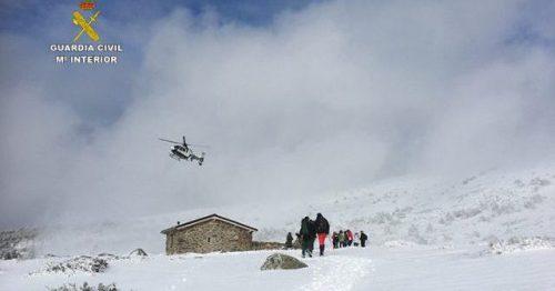 Momento del rescate de los excursionistas desorientados. Foto: Guardila Civil.