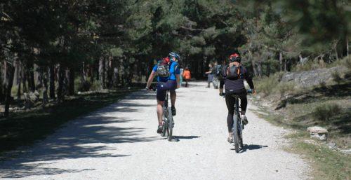 Aficionados a la bicicleta de montaña en la Sierra de Guadarrama. Foto: Adesgam.