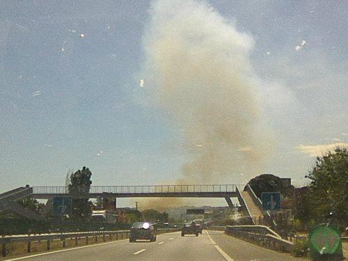 El incendio en San Agustín de Guadalix pone en evidencia el peligro de recortar el periodo de servicio de la brigada helitransportada de Bustarviejo.