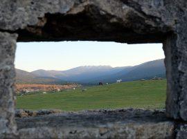 Montes de Valsaín a través de un nido de ametralladoras.