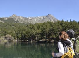 Excursionistas en la Sierra de Guadarrama.