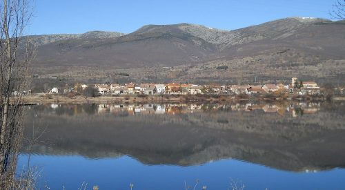 Pinilla del Valle y su embalse.