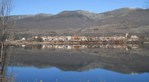 Pinilla del Valle y su embalse.