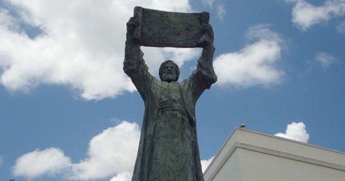 Estatua de Al-Idrisi, bajo el baluarte de los Mallorquines, en Ceuta. Foto: Vardulia.