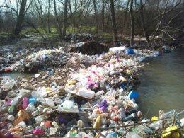 Vertidos en el río Guadarrama. Foto: Ecologistas en Acción.