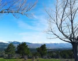 Las cumbres de la Sierra de Guadarrama se tiñen de blanco con la llegada de las primeras nieves en el Valle del Lozoya. Autor: Leticia González.