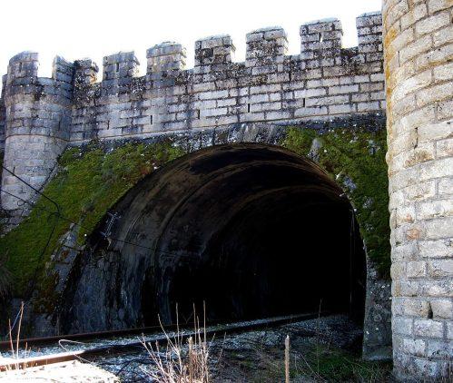 Denuncian a Adif y Fomento por tapiar el túnel de Somosierra.