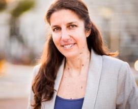 Fotografía corporativa de Eva Saldaña, directora ejecutiva de GreenPeace España